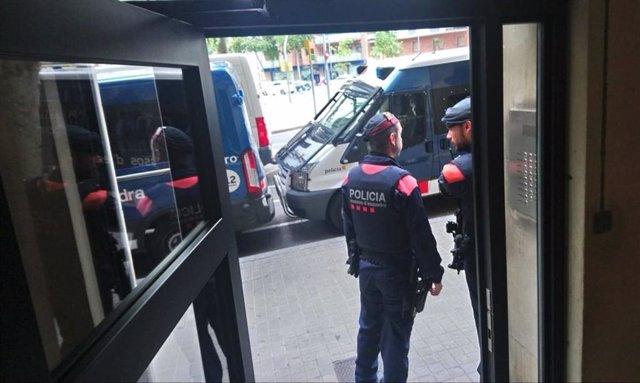 Successos.- Sis detinguts per distribució de droga a venedors ambulants a Barcelona