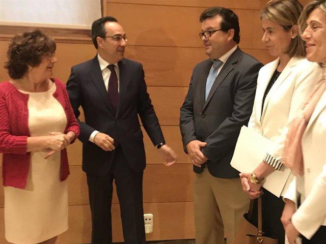 Broto renueva el convenio con Endesa y la FAMCP para pagar la electricidad a familias vulnerables, 8.500 en 4 años