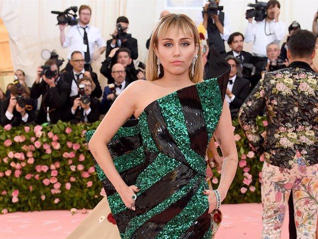 Miley Cyrus desvela su próximo disco, 'She is coming'