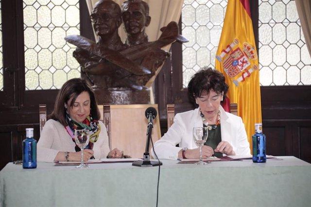 Las ministras Robles y Celaá firman un protocolo para que miembros de las Fuerzas Armadas puedan obtener un título de FP