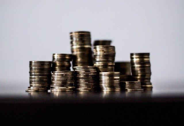 Economía/Finanzas.- Los depósitos de hogares y empresas cayeron un 0,74% en abril, hasta 1,067 billones de euros