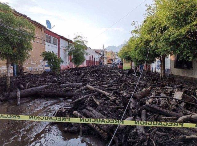 Una tormenta provoca el desborde de un río al sur del estado mexicano de Jalisco