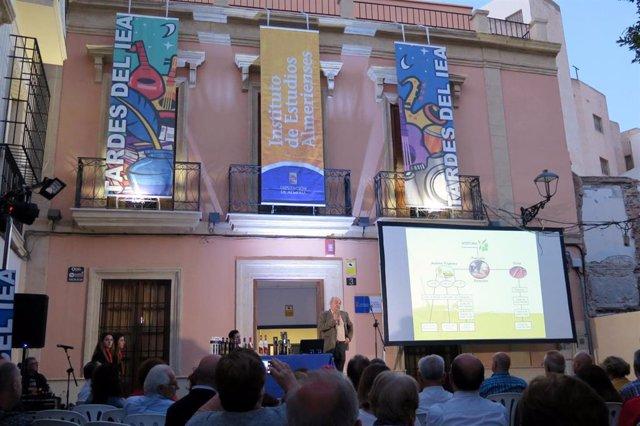 SaboresAlmería.- El Colectivo Desencuadre protagoniza las Tardes del IEA con 'Fotografías para un concierto'