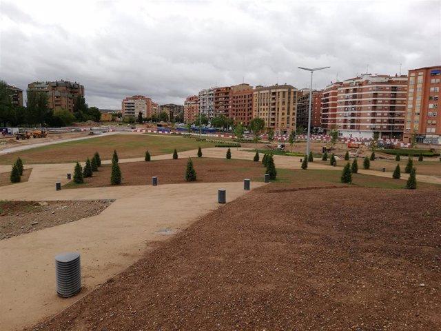 El nuevo parque sobre el soterramiento tiene la siembra y las plantaciones realizadas, para estar acabado a fin de 2019