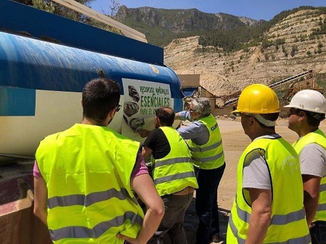"""Más de 500 camiones recorren la comunitat valenciana con el lema """"recursos minerales, esenciales para el desarrollo"""""""