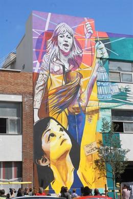 Núria Parlon y Irantzu Leke presentan 'Temps de Dones' el nuevo mural de la Ciba
