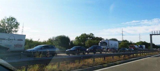 Sucesos.- Un choque entre varios vehículos a la altura de El Robledo provoco retenciones de más de 5 kilómetros en la Y