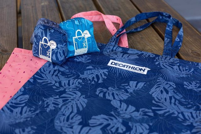 Economía.- Decathlon eliminará las bolsas de plástico y papel de todas sus tiendas en España