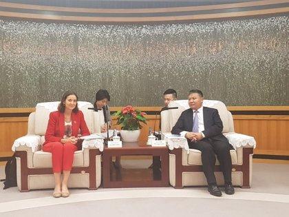 Reyes Maroto ofrece la colaboración de empresas españolas en los proyectos de desarrollo de Shenzhen