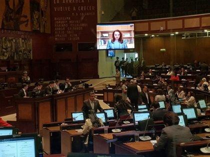 La Asamblea Nacional de Ecuador absuelve a la excanciller Espinosa, que supera la moción de censura