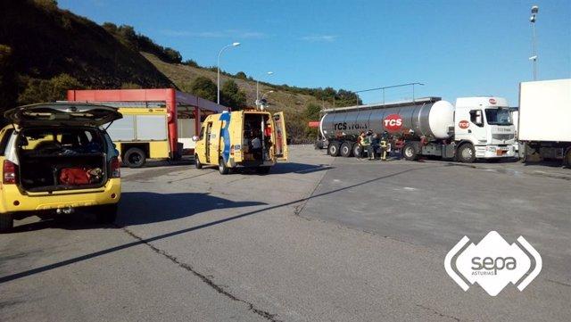 Activado el protocolo en situación 0 por una fuga en un camión que transportaba ácido sulfúrico en Colunga (Asturias)