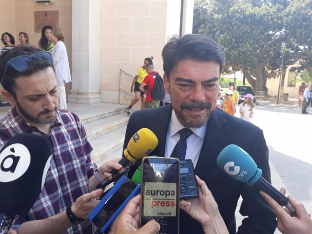 """Barcala (PP) dice que Bonig y Cantó han quedado a """"tomar café"""" y que la negociación para Alicante será en Alicante"""
