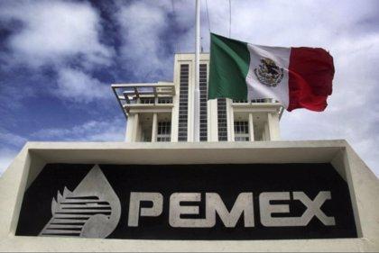 Fitch degrada a 'bono basura' el rating de Pemex