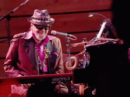 Muere Dr. John, icónico músico de Nueva Orleans, a los 77 años