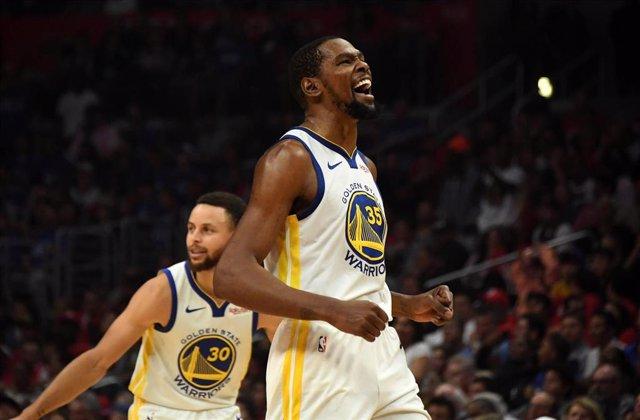 Kevin Durant anota 50 puntos y mete a Golden State Warriors en semifinales de Conferencia