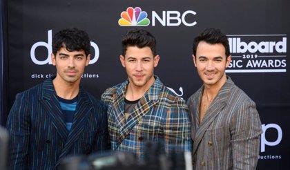 Escucha Happiness Begins, el disco de pop luminoso con el que Jonas Brothers regresan diez años después
