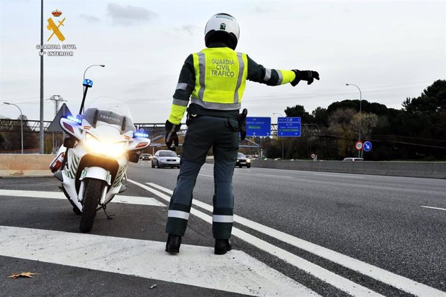 Sevilla.- Sucesos.- Un muerto y un herido grave en un accidente en la A-8075 en Espartinas entre una moto y dos turismos