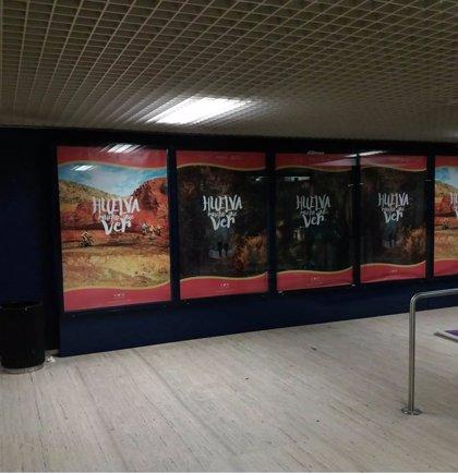 Huelva se promociona como destino turístico ante los viajeros que pasan por el aeropuerto de Sevilla