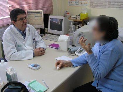 """El Colegio de Médicos de Cáceres alerta de que la falta de facultativos está provocando un """"deterioro"""" en la asistencia"""