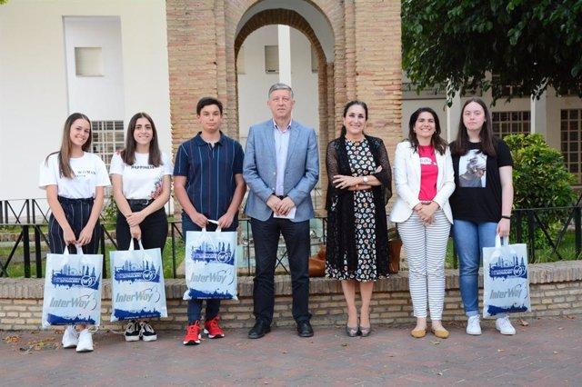 Huelva.- El Ayuntamiento de Palos y la Fundación Cepsa becan a los mejores expedientes académicos del IES Carabelas