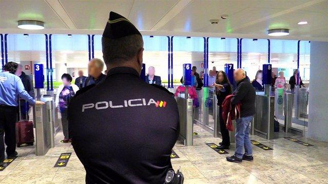 Detenida una madre por intentar llevar a sus hijos a Dublín con documentación falsificada