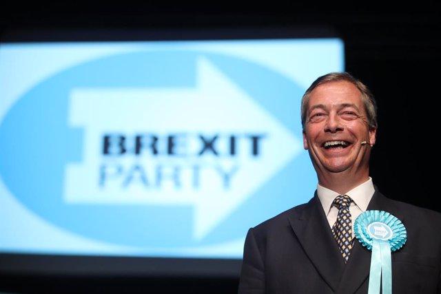 R.Unit.- Una enquesta situa per primera vegada el Partit del Brexit com a primera força al Parlament del Regne Unit