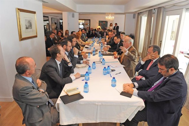 Reunión EGA y AESEG y partidos políticos