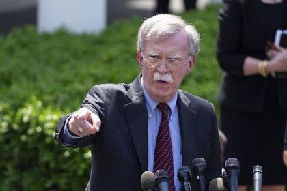 Bolton avisa de que EEUU intensificará las sanciones contra la industria petrolera de Venezuela