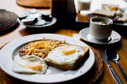 Una nueva investigación vuelve a la recomendación de moderar el consumo de huevos