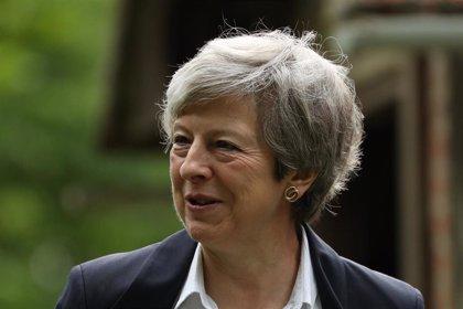 May notifica su dimisión como líder del Partido Conservador