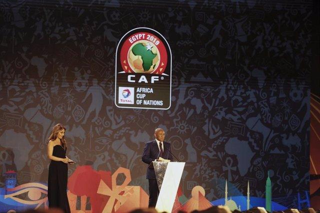 Fútbol.- El presidente de la CAF, detenido en París por presunta corrupción