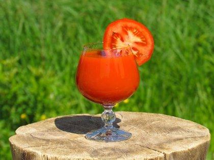 Zumo de tomate (sin sal) para reducir la hipertensión