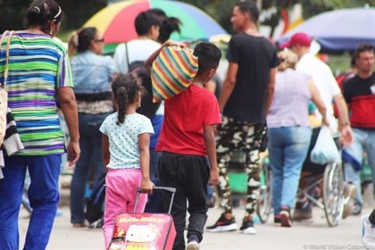 Miles de venezolanos entran en Colombia tras la reapertura de la frontera en el estado de Táchira