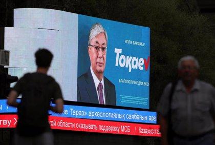 El sucesor designado por Nazarbayev, favorito en las elecciones de Kazajistán