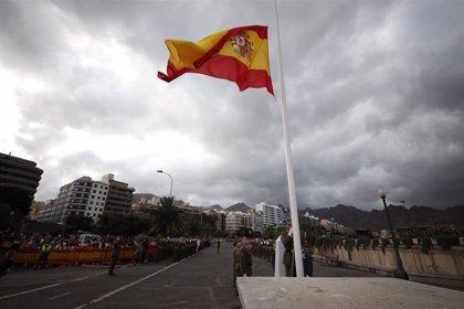 El Mando de Canarias celebra el arriado simultáneo de la bandera de España en las ocho islas del archipiélago