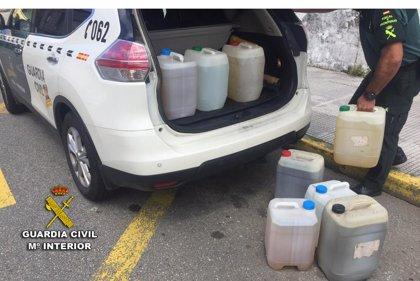 La Guardia Civil decomisa 170 litros de aguardiente de fabricación artesanal en un bar de Ponte Caldelas