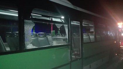 Roban una guagua en Guía de Isora (Tenerife) y chocan contra un coche de la Policía Local en su huida