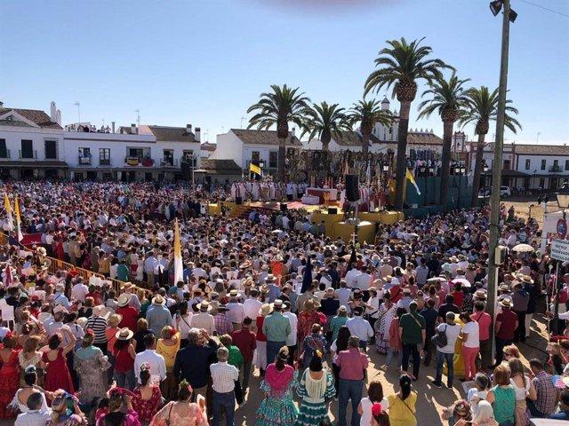 """Huelva.- El obispo pide a los rocieros """"resplandecer"""" por sus acciones para ser """"la mejor corona"""" de la Virgen"""