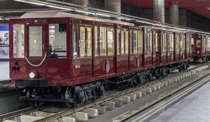 Cerca de 27.000 personas visitan los trenes clásicos y la exposición '100 años de Metro'