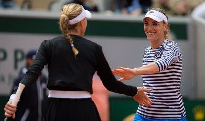 La francesa Kristina Mladenovic y la húngara Timea Babos, campeonas de dobles de Roland Garros