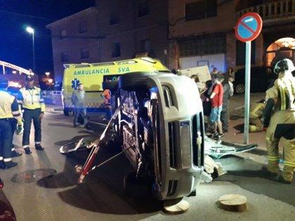 Herida la conductora de un turismo al chocar contra otro coche y volcar, en Illueca