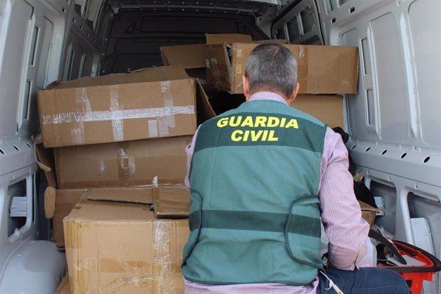 Sucesos.- Desmantelado en Peñafiel (Valladolid) un grupo dedicado a la venta de ropa sustraída de dos camiones en Madrid