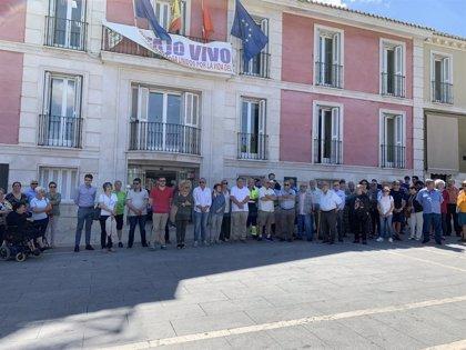 El Ayuntamiento de Aranjuez guarda un minuto de silencio en repulsa por el asesinato de una mujer esta noche