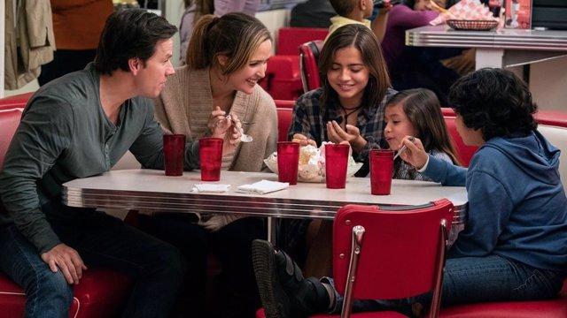 La genial 'Familia al instante' de Mark Wahlberg y Rose Byrne, ya en DVD y Blu-ray