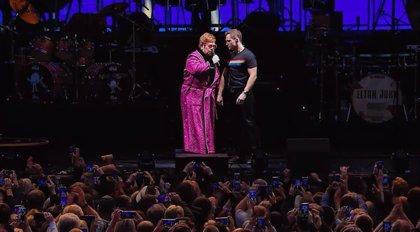 VÍDEO: Elton John y Taron Egerton cantan juntos en vivo una emocionante versión de Your Song