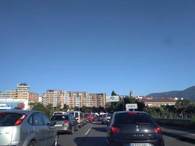 Tráfico.- Retenciones en Oviedo por un accidente en la Ronda Sur