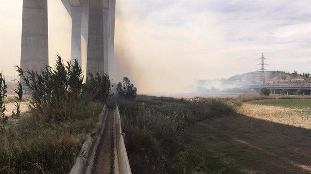 Zaragoza.- Sucesos.- Declarado un incendio de matorral en la N-330, en Cuarte de Huerva