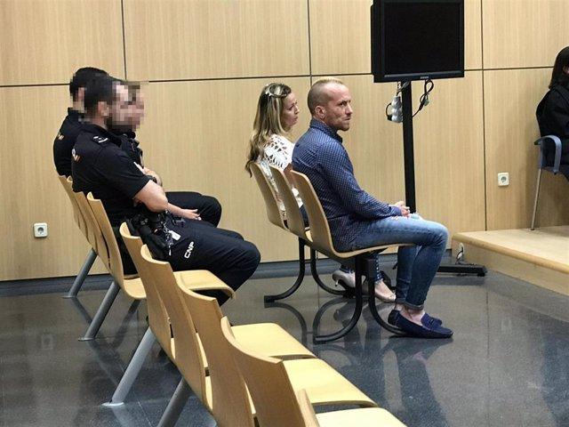 Piden 29 años de prisión para una pareja acusada de matar a un hombre al que le vendían móviles robados en València
