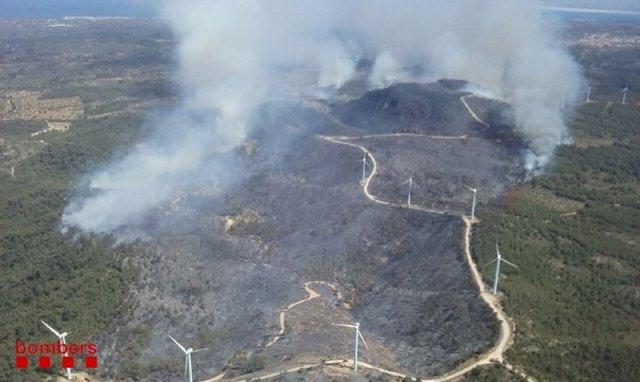 Successos.- L'incendi del Perelló (Tarragona) porta arrasades unes 100 hectàrees