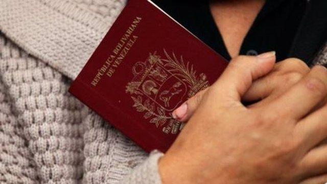 EEUU da por válidos los pasaportes venezolanos caducados hace menos de 5 años, ¿qué significa esta medida para Maduro?